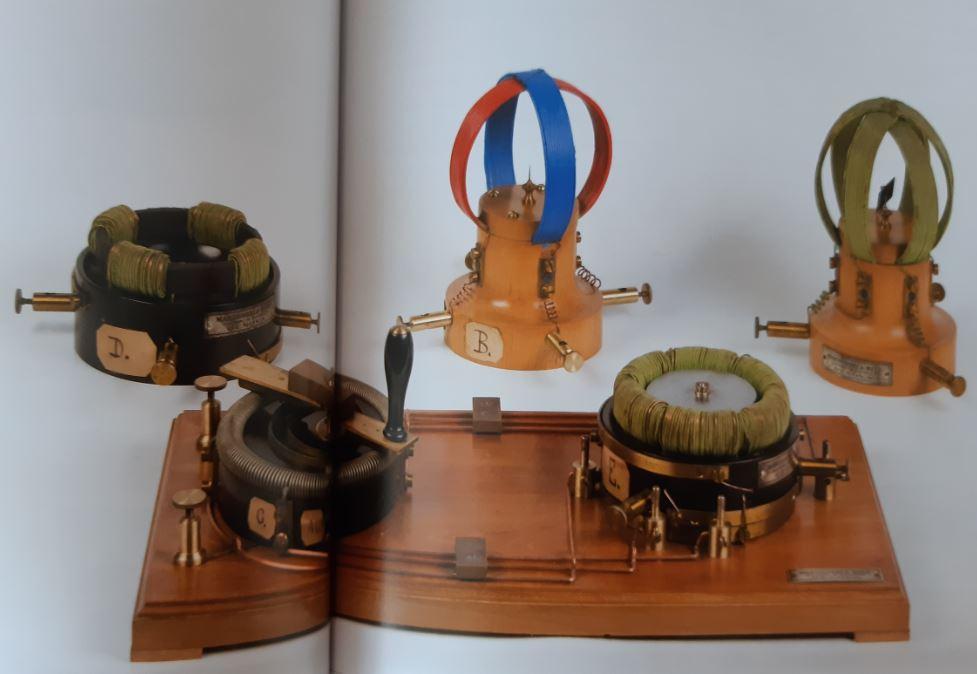 10- Apparecchio per esperimenti sul campo magnetico rotante