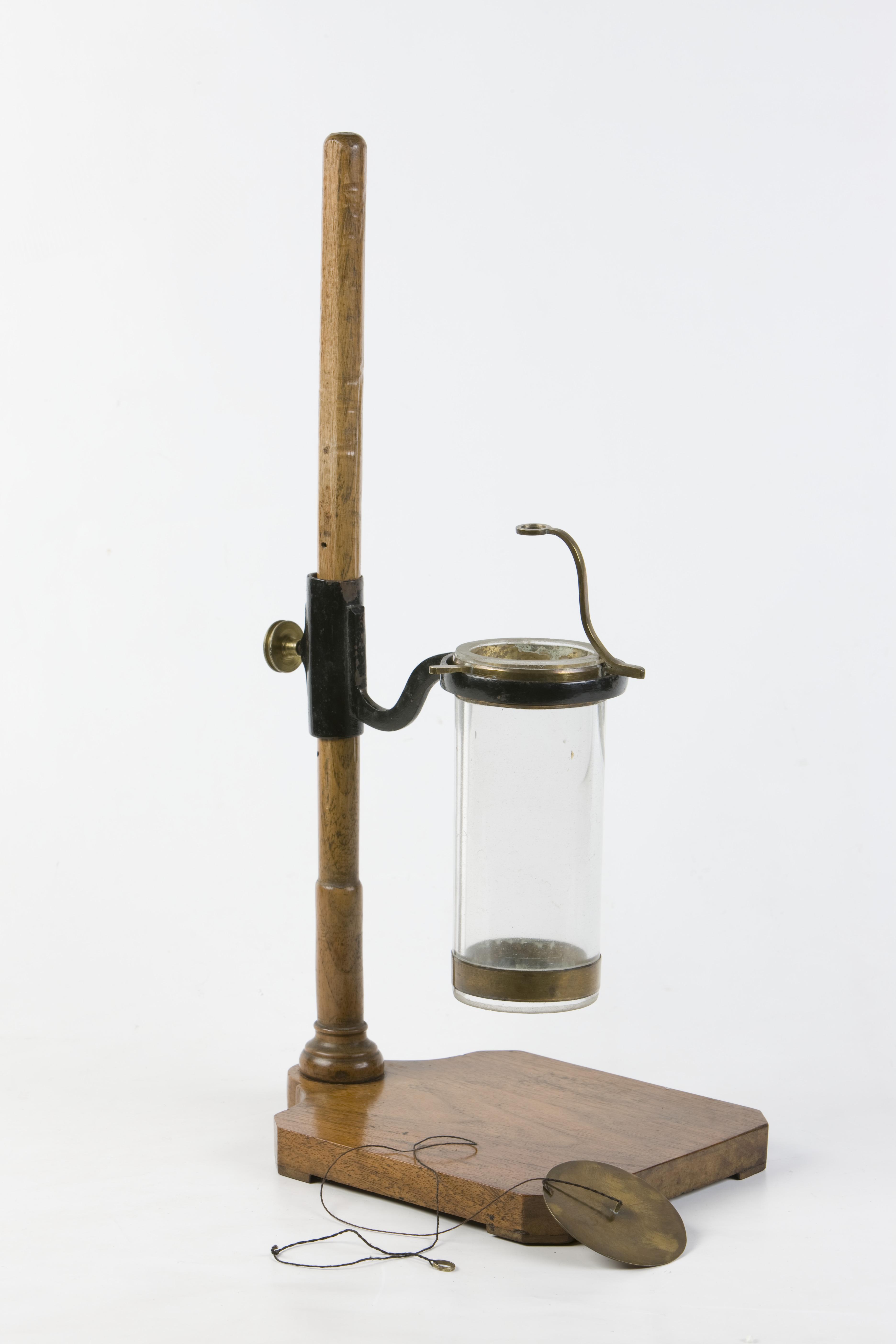 2- Apparecchio per  mostrare la pressione esercitata da un liquido dal basso verso l'alto, incompleto