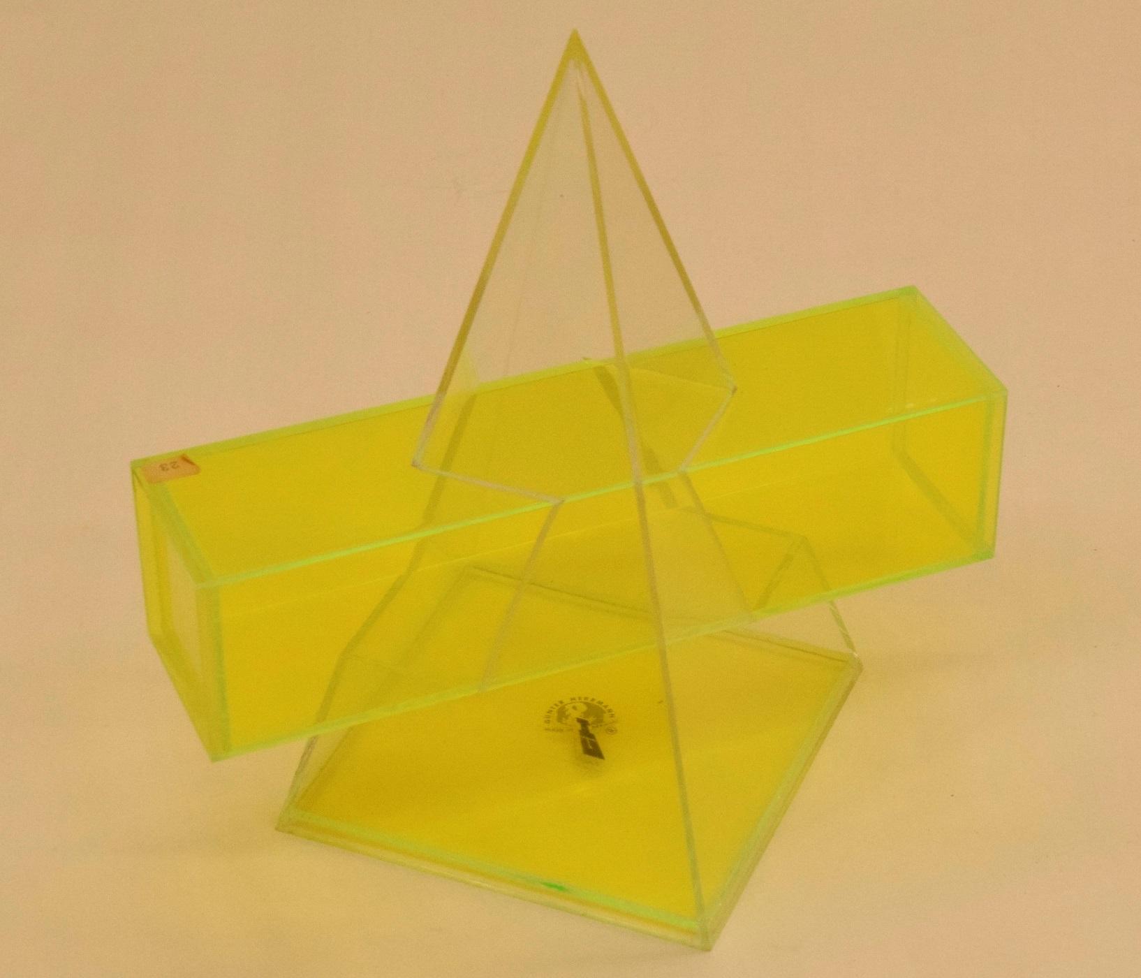 Intersezione tra piramide e prisma