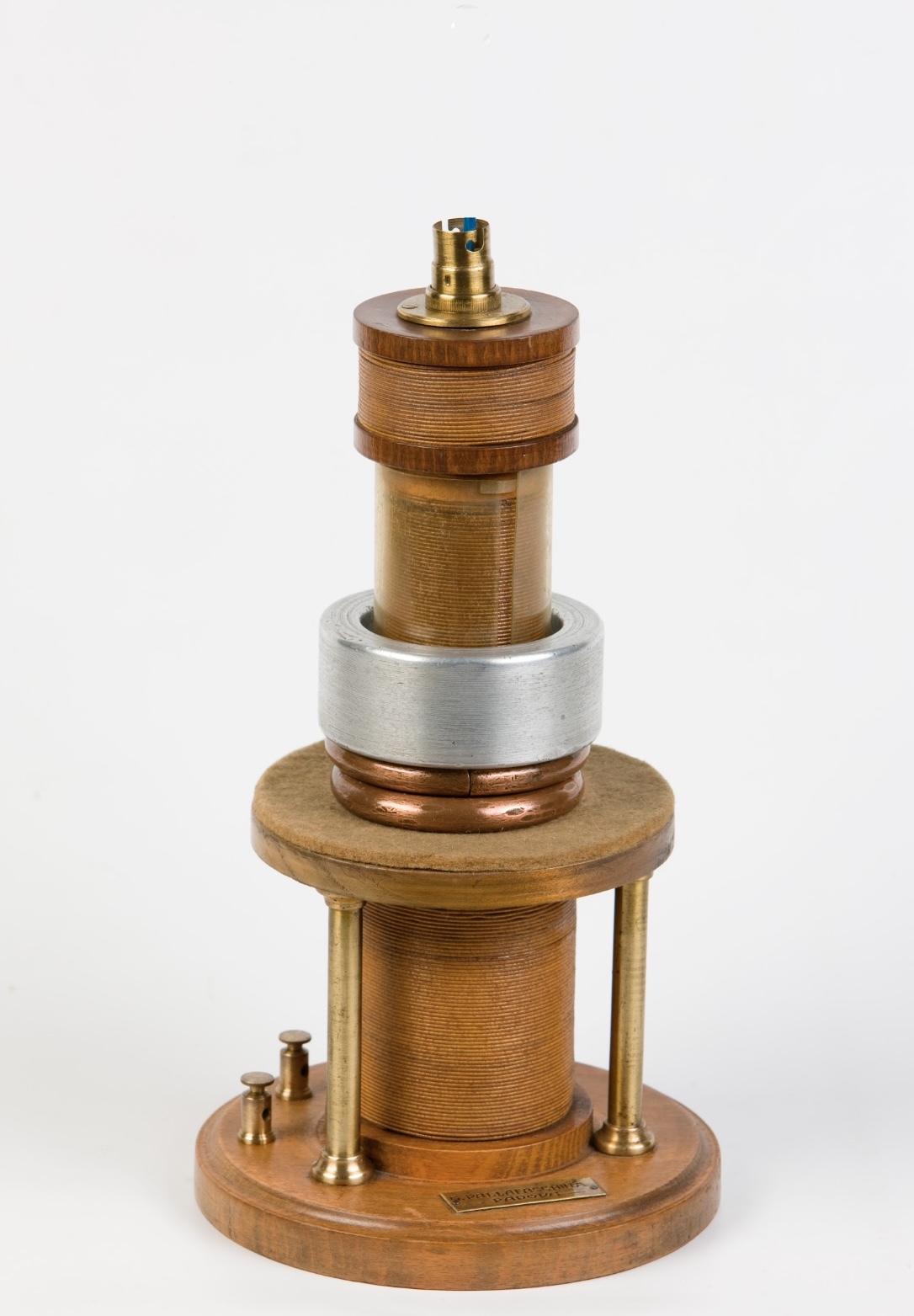 12- Apparecchio di Elihu Thomson per esperienze sull'induzione elettromagnetica