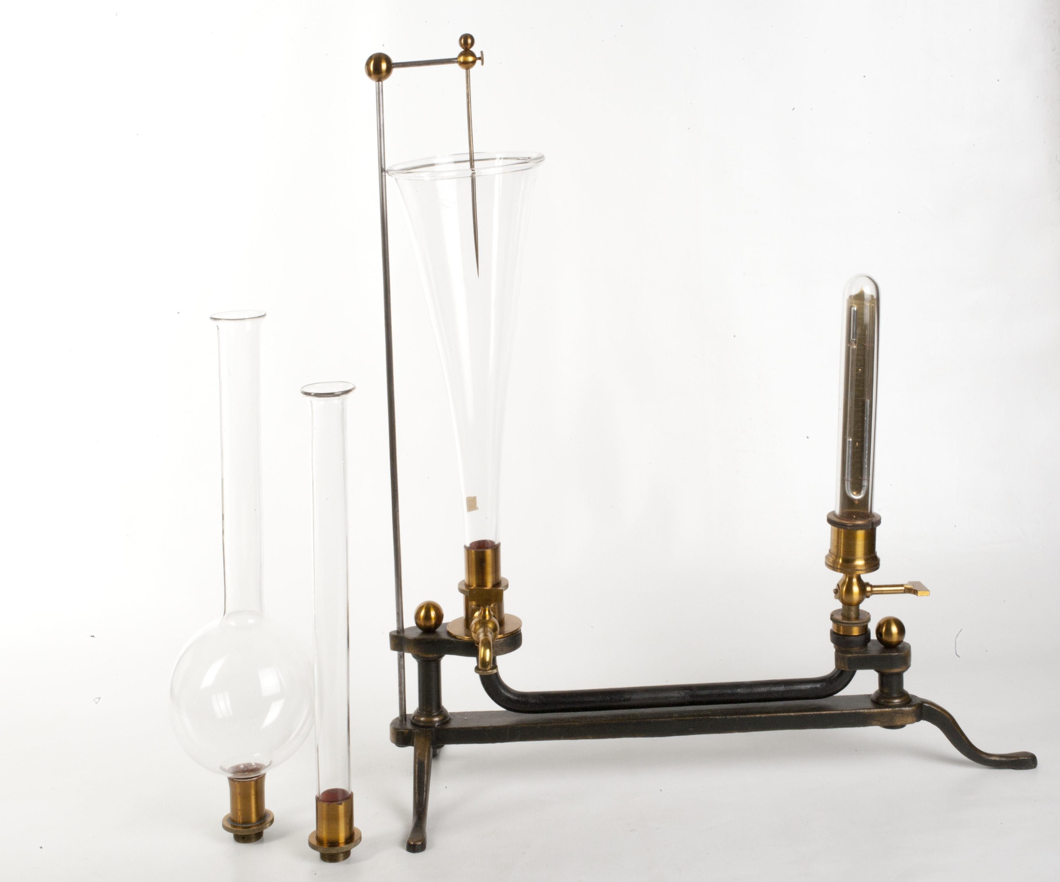 Apparecchio per lo studio della pressione esercitata dai liquidi sul fondo dei recipienti