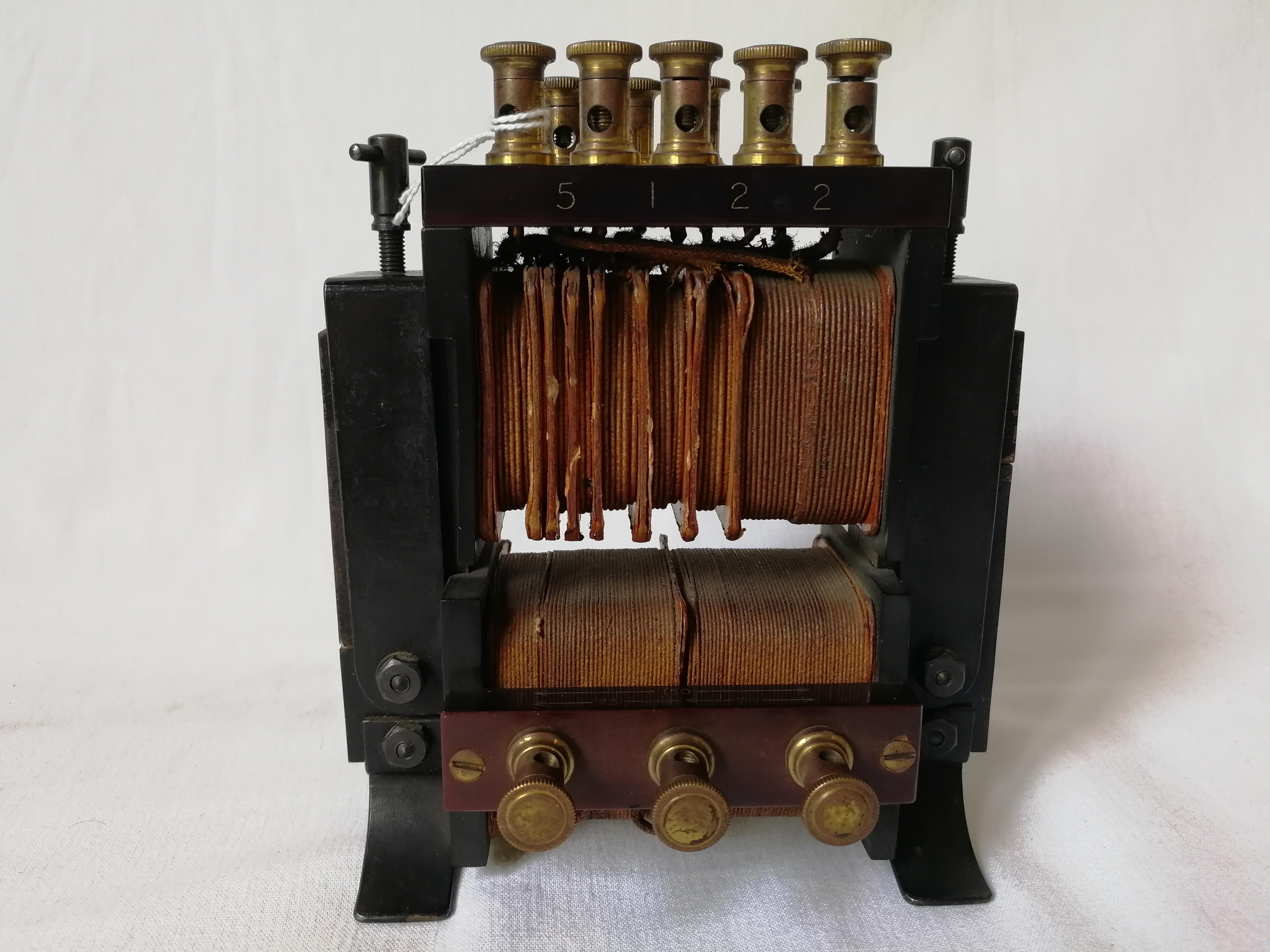 Trasformatore scomponibile funzionante da 1 a 50 volt