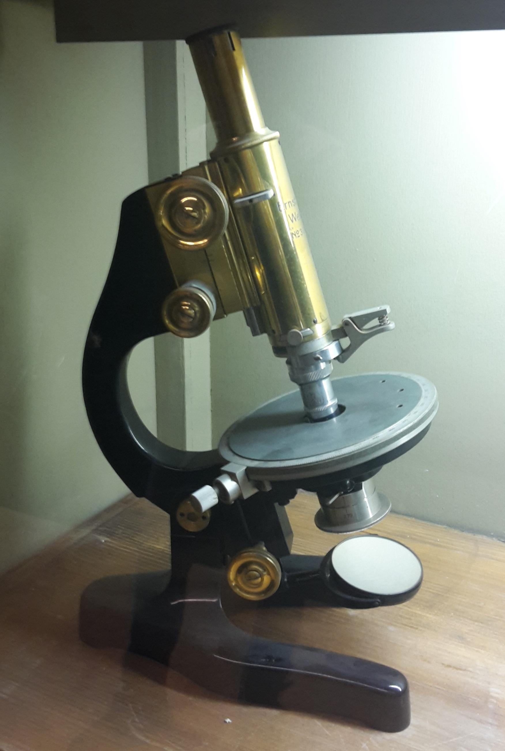 Microscopio per mineralogia