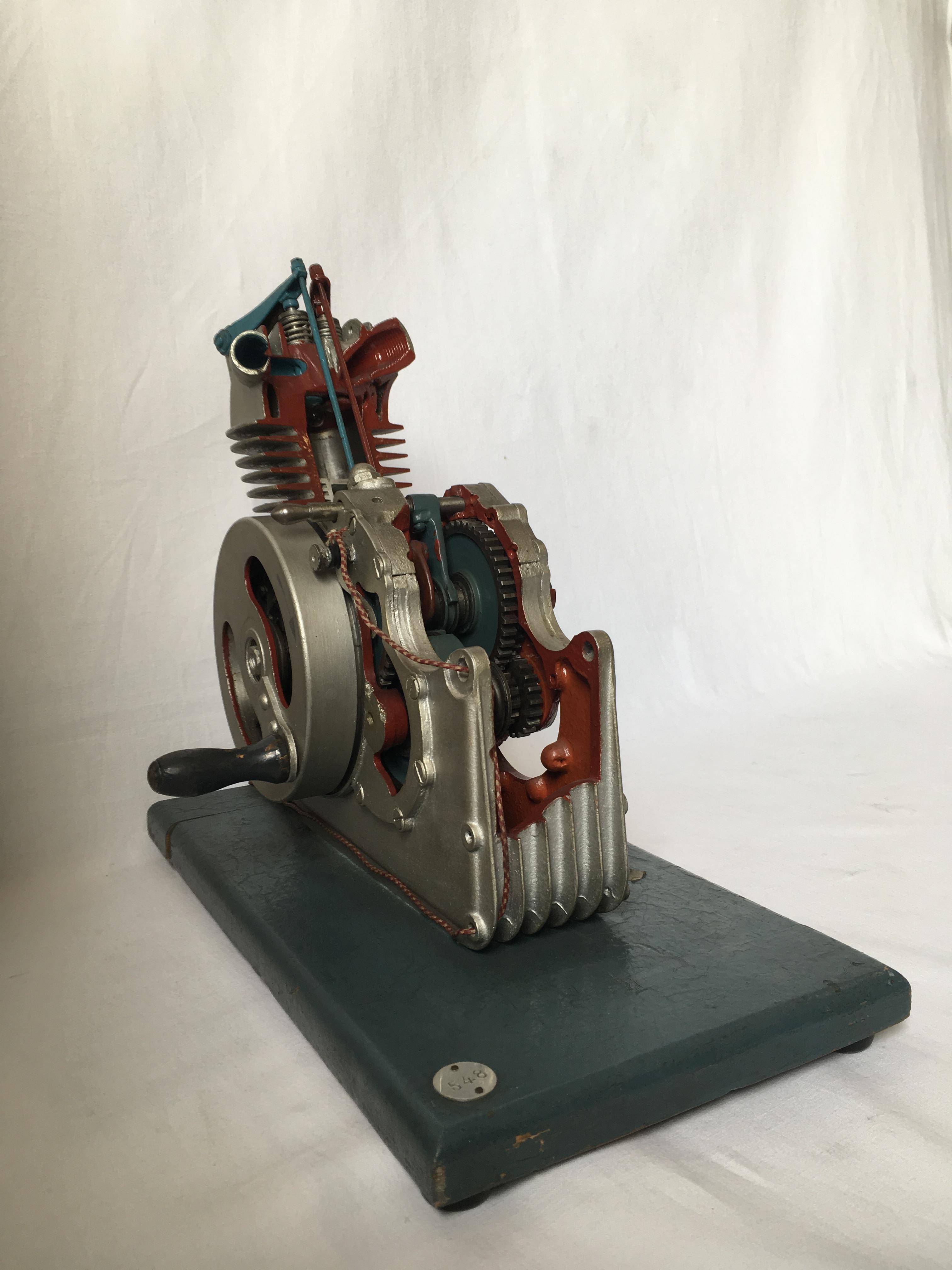 Modello di motore a scoppio a quattro tempi