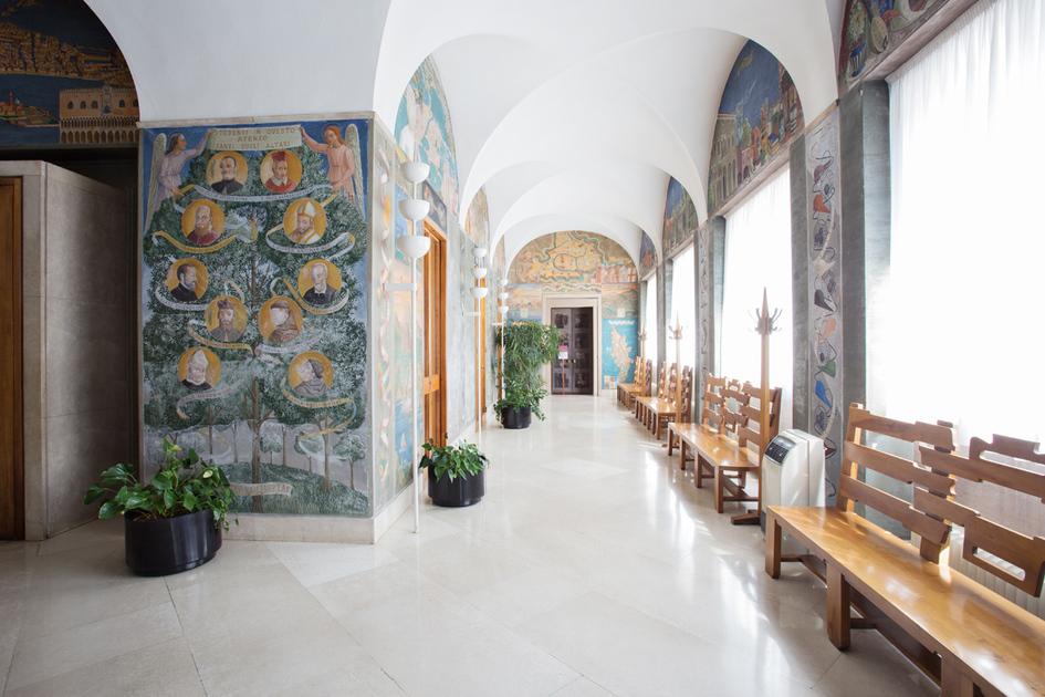 Dipinto - Gli studenti divenuti santi e beati - Le sedi universitarie antiche e nuove - Simboli delle scienze