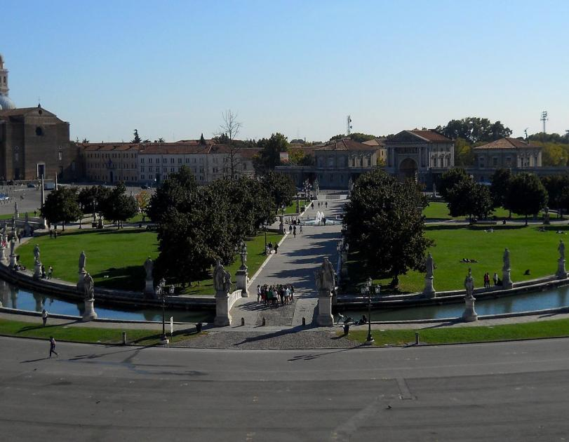 Prato della Valle - La Medicina a Padova