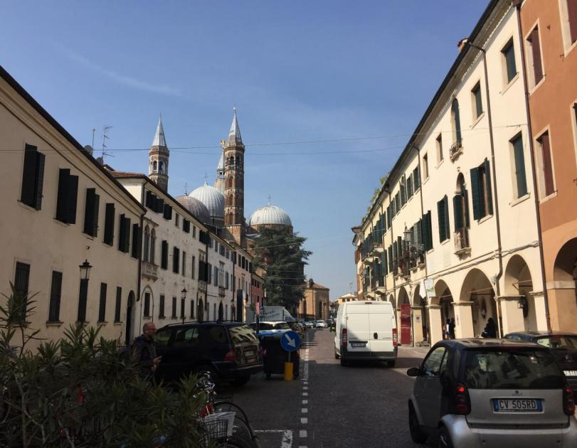 Via Cesarotti, incrocio con via San Francesco e via Ospedale Civile - La Medicina a Padova