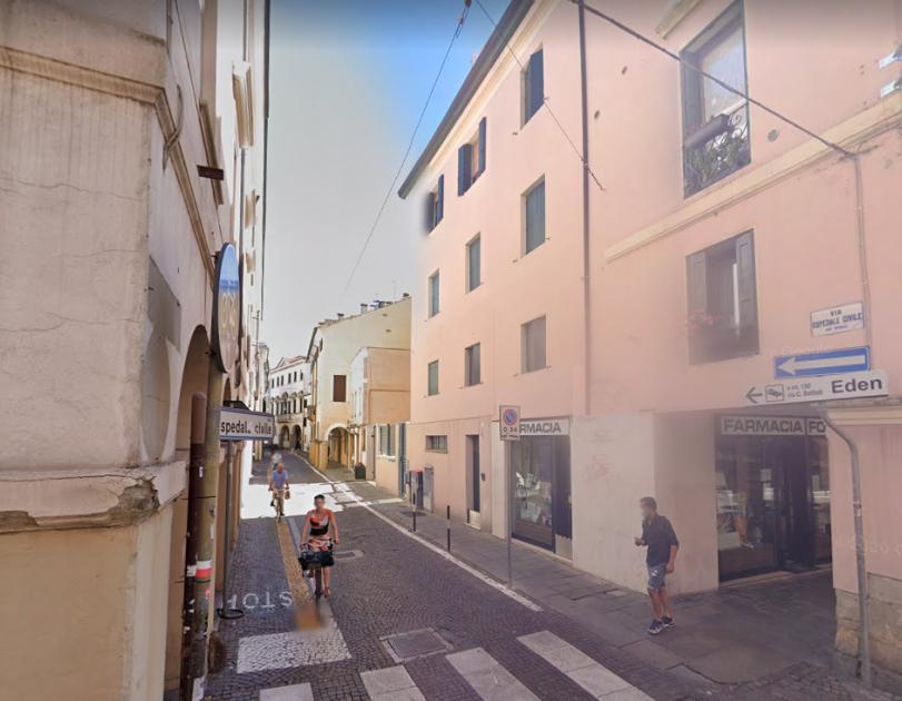 Via Ospedale Civile, ingresso della via - La Medicina a Padova