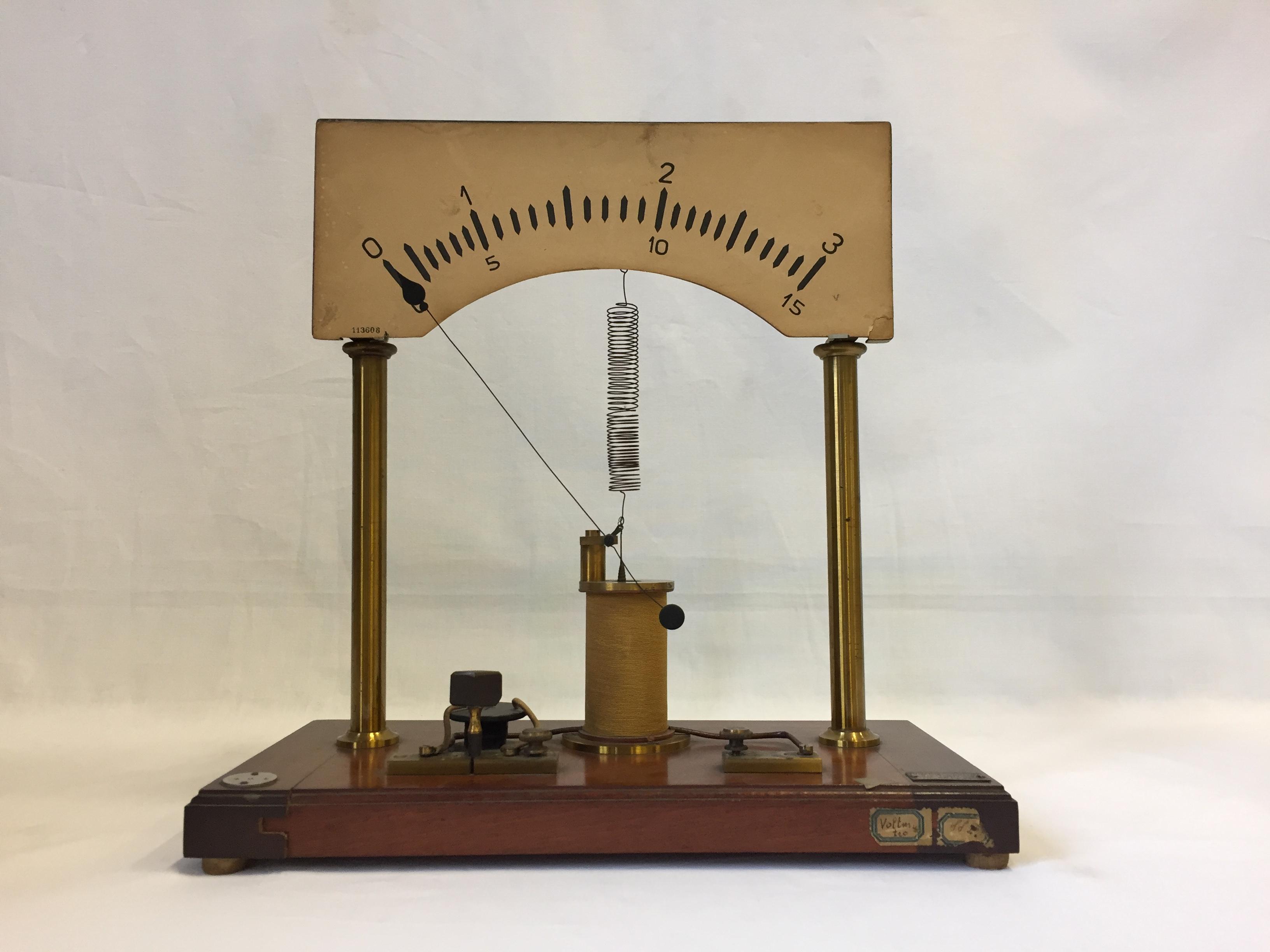 Voltmetro da dimostrazione a grande scala